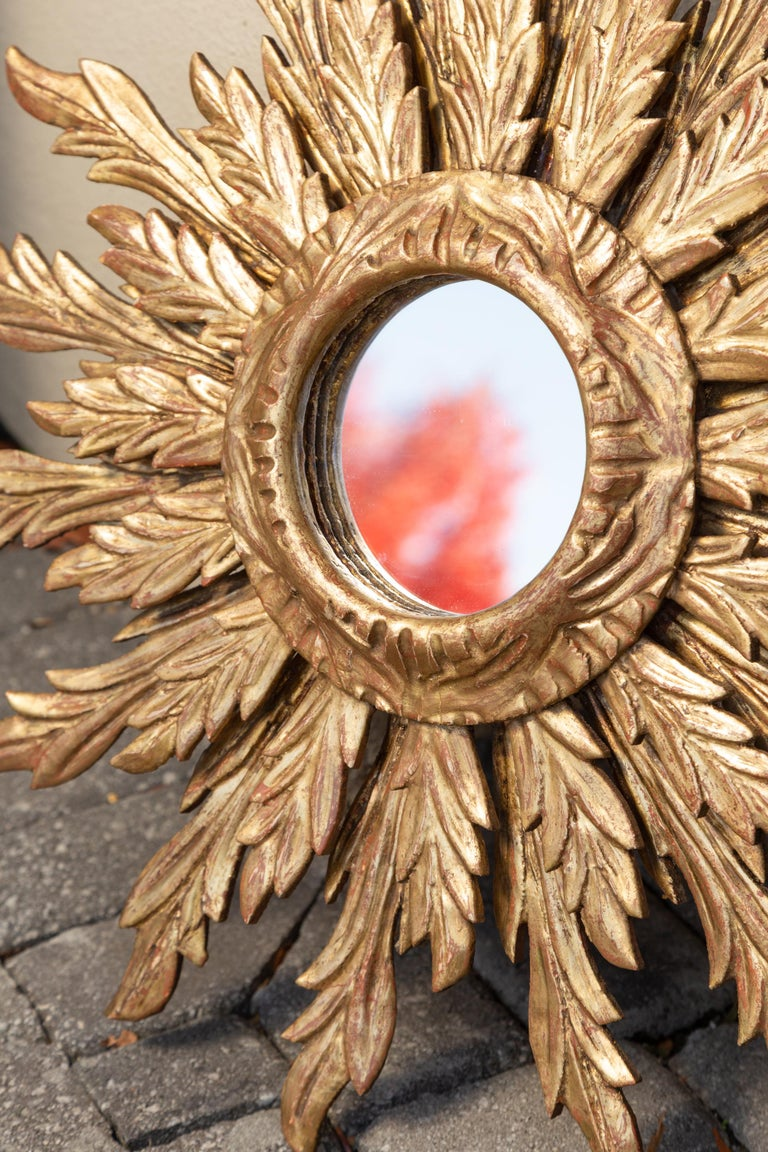 French Giltwood Sunburst Mirror with Wavy Sunrays from the Mid-20th Century For Sale 5