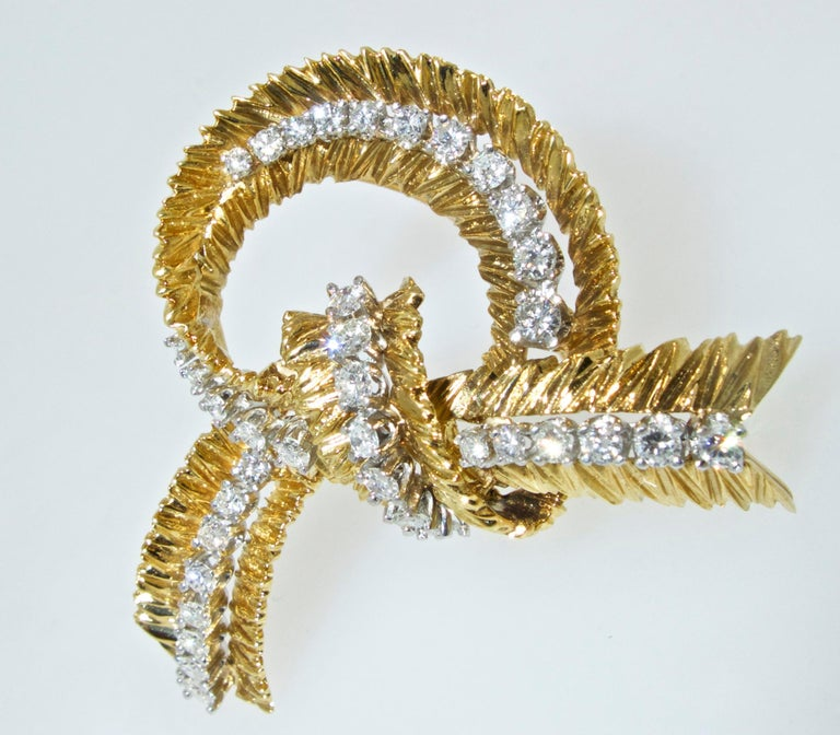 Contemporary French Gold and Diamond Stylized Bow Brooch, circa 1965 For Sale