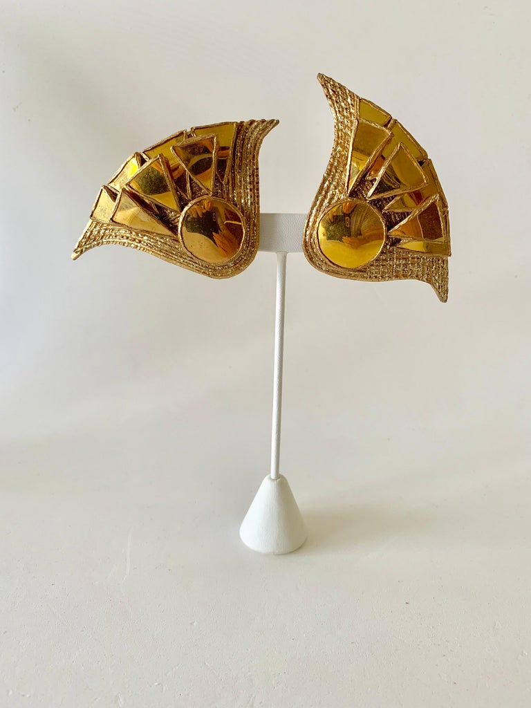 Chic and edgy 1970s - 1980's talosel resin artisanal statement clip-on earrings by Irina Jarworska, Paris. Rare gold resin talosel earrings with gold-encrusted tinted mirrors. Irina was a student who attended Line Vautrin's school in Paris where she