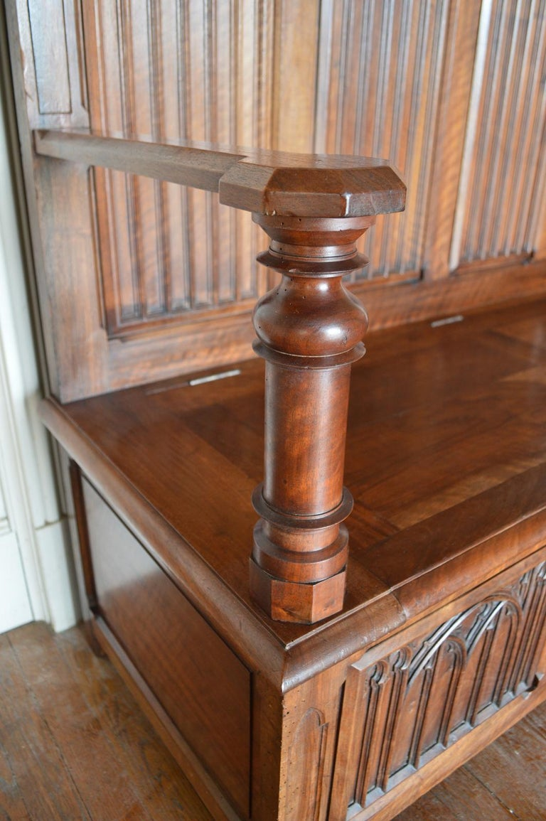 French Gothic Hall Chest Bench in Carved Walnut, circa 1890 For Sale 4