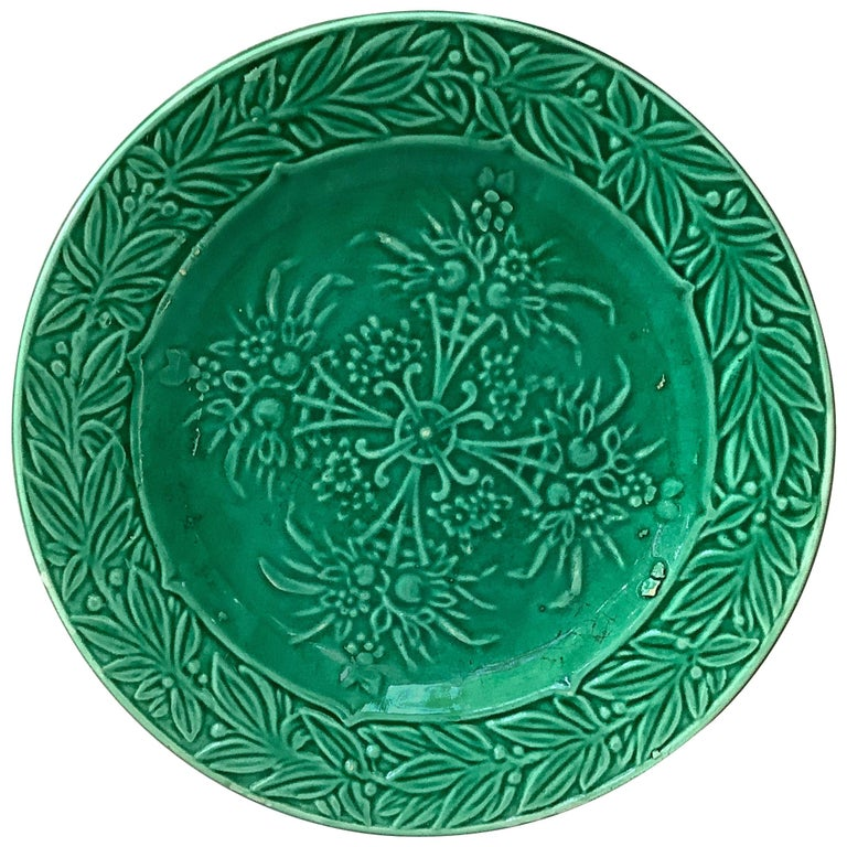 French Green Majolica Fruits Plate Salins, circa 1880 For Sale