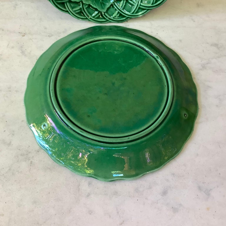 French Green Majolica Leaves Plate, circa 1880 In Good Condition For Sale In The Hills, TX
