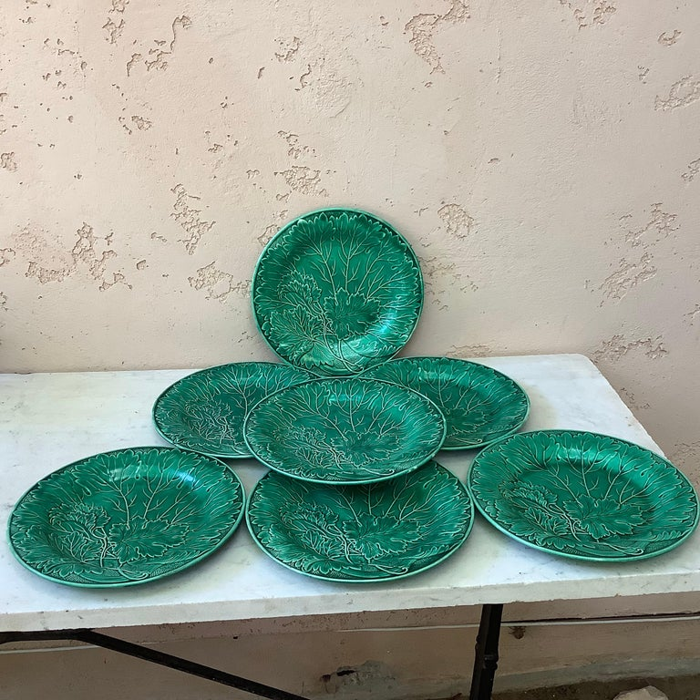 French Green Majolica Leaves Plate Montereau, circa 1890 In Good Condition For Sale In The Hills, TX
