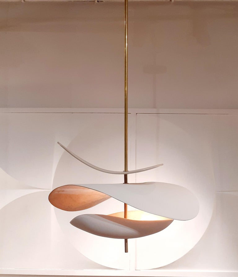 Sculptural ceramic suspension. Poetic and organic design handmade by Elsa Foulon Studio in her Parisian workshop. Enameled ceramic, brass structure. Two heights available : 43,3 inch or 53,15 inch. Also, we can adjust the height to your