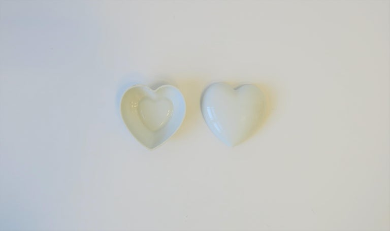 Glazed French Heart White Porcelain Jewelry Box For Sale
