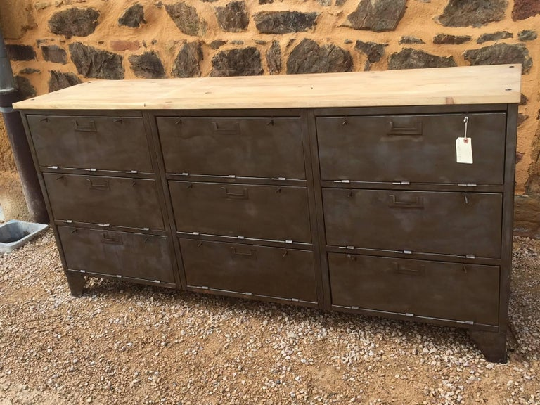 French Industrial Metal and Wood Enfilade by Tolix, 1950s In Good Condition For Sale In LEGNY, FR