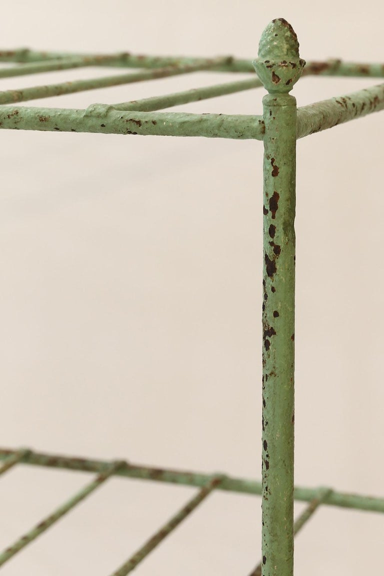 French Iron Étagère Painted in Pale Green In Good Condition For Sale In Houston, TX