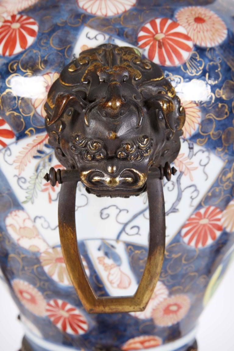 French Japonisme Parcel-Gilt Patinated Bronze Imari Porcelain Clock Garniture For Sale 1