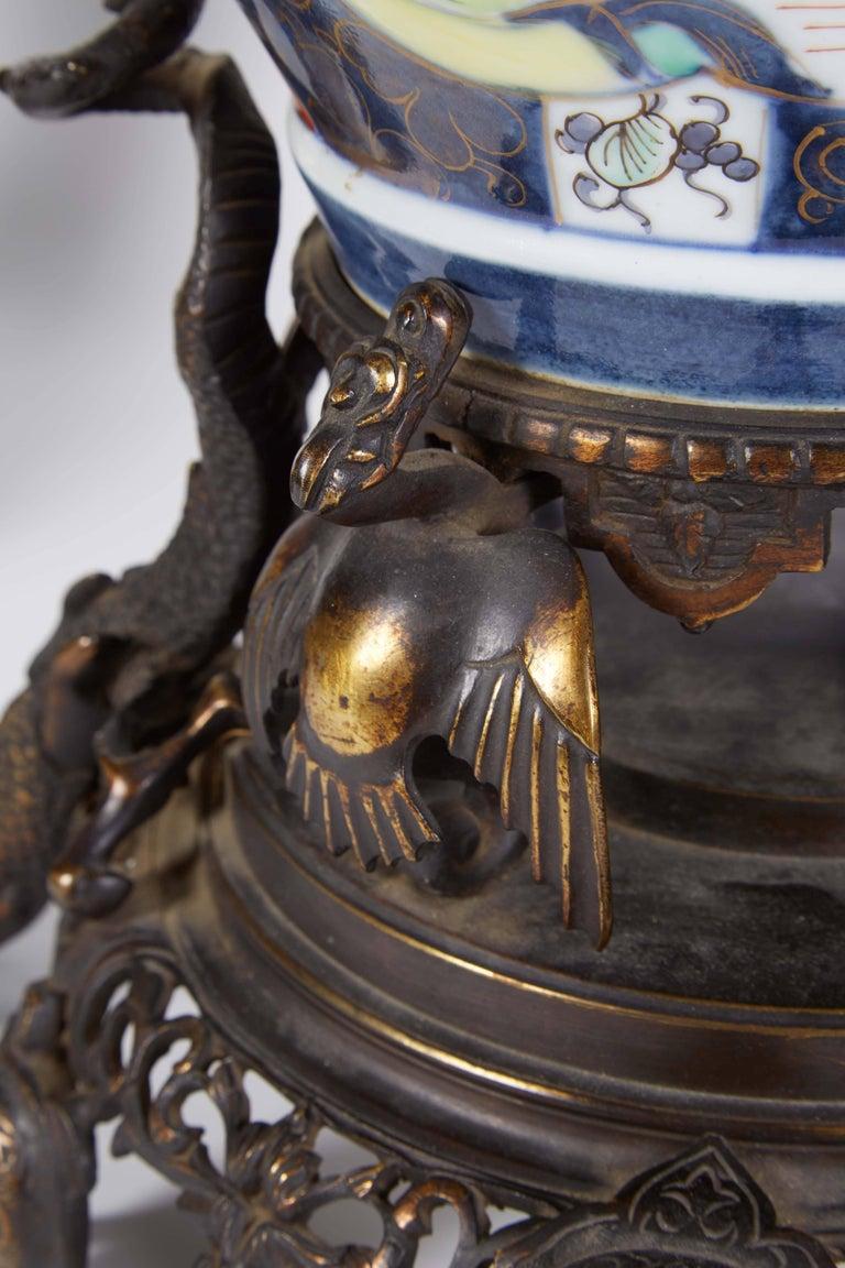 French Japonisme Parcel-Gilt Patinated Bronze Imari Porcelain Clock Garniture For Sale 3