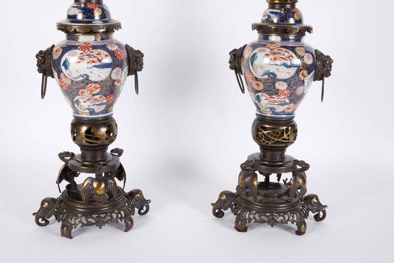 French Japonisme Parcel-Gilt Patinated Bronze Imari Porcelain Clock Garniture For Sale 5