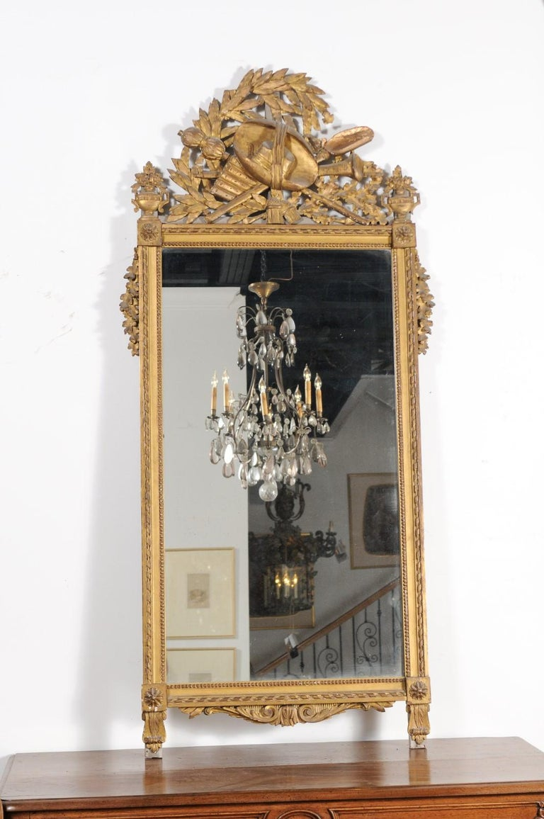 French Late 18th Century Louis XVI Period Giltwood Mirror with Carved Crest In Good Condition For Sale In Atlanta, GA