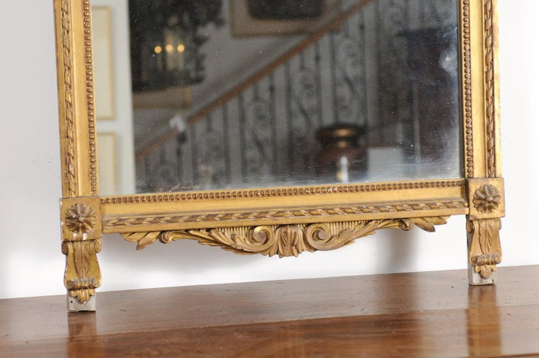 French Late 18th Century Louis XVI Period Giltwood Mirror with Carved Crest For Sale 2