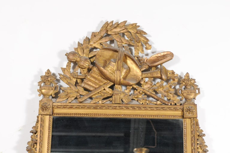 French Late 18th Century Louis XVI Period Giltwood Mirror with Carved Crest For Sale 3