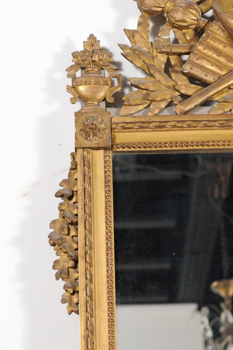 French Late 18th Century Louis XVI Period Giltwood Mirror with Carved Crest For Sale 4