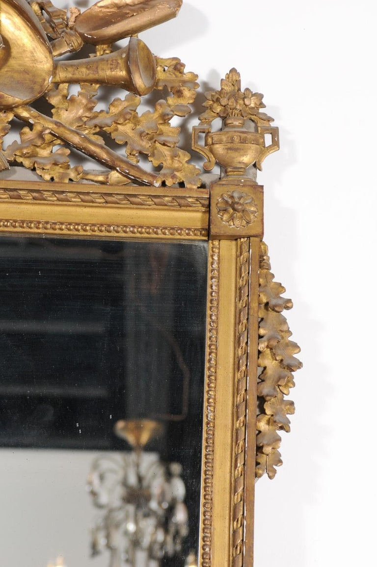 French Late 18th Century Louis XVI Period Giltwood Mirror with Carved Crest For Sale 5