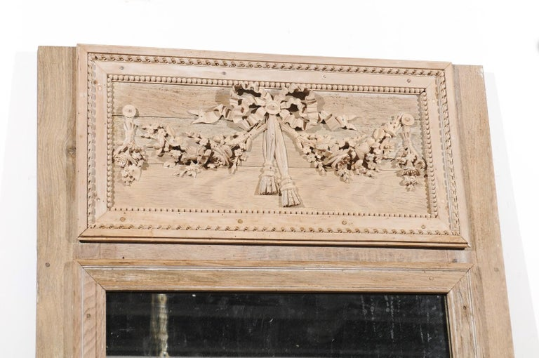 French Late 18th Century Louis XVI Trumeau Mirror with Carved Bow and Flowers For Sale 1