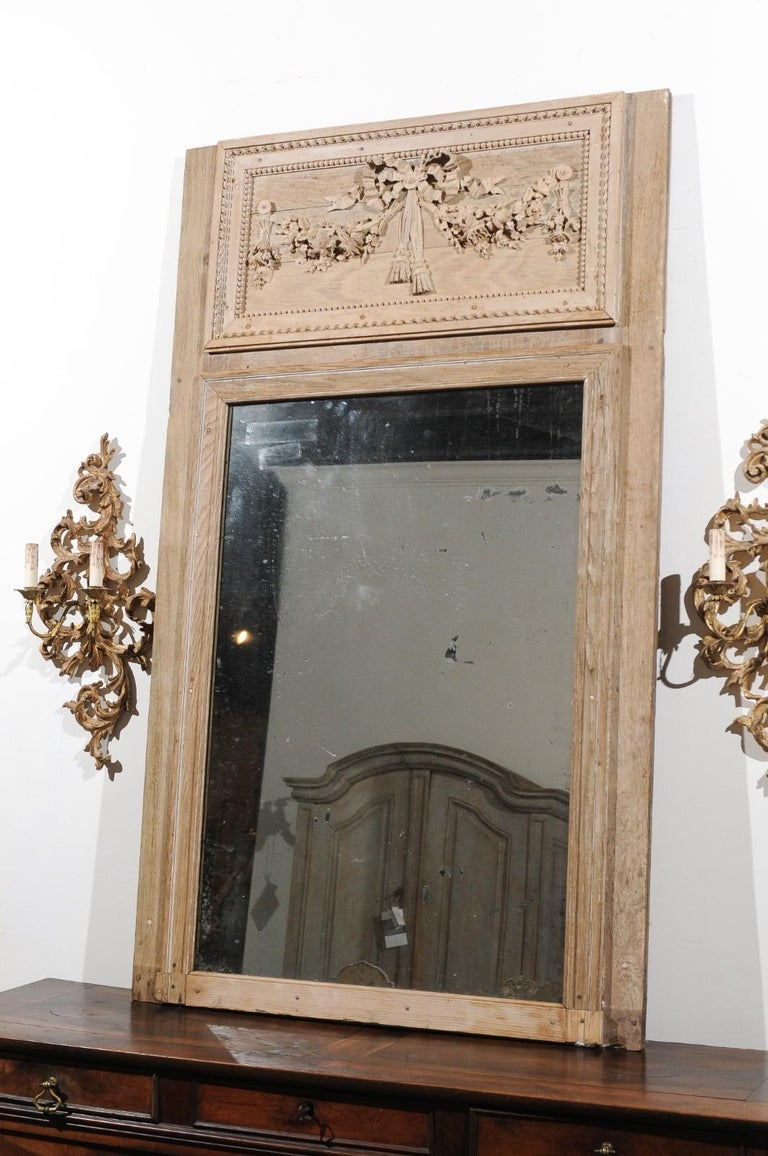 French Late 18th Century Louis XVI Trumeau Mirror with Carved Bow and Flowers For Sale 3
