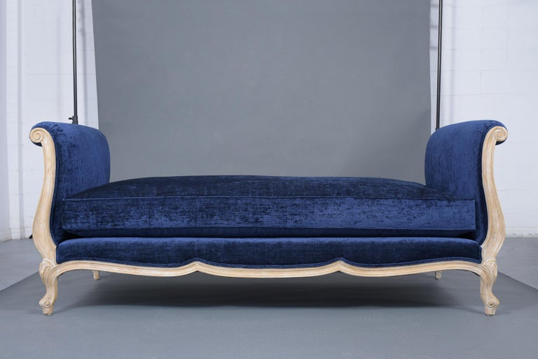 Carved French Late 19th Century Louis XV Style Daybed For Sale