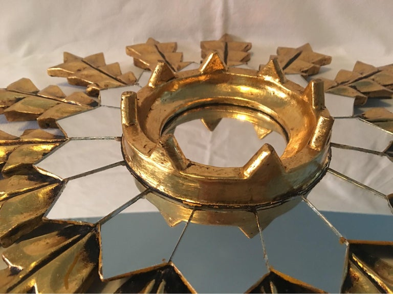 French Leaf Gold on Wood Sunburst Wall Mirror In Excellent Condition For Sale In Frisco, TX