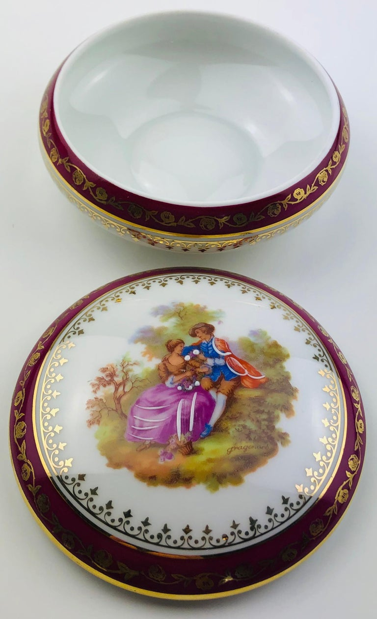 Napoleon III French Limoges Hand Painted Gold Trim Trinket, Jewelry Box or Candy Dish For Sale