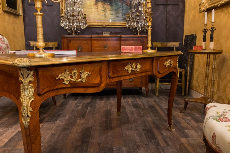 French Louis Period, Flat Violetwood Desk with Gilt-Bronze Decoration circa 1750 In Good Condition For Sale In Saint Ouen, FR