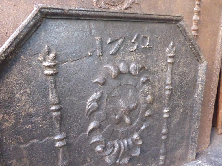 French Louis XIV 'Coat of Arms' Fireback, 18th Century For Sale 1
