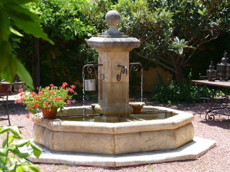 French Louis XIV Style Fountain Hand Carved in Limestone, Provence, France In Good Condition For Sale In LOS ANGELES, CA