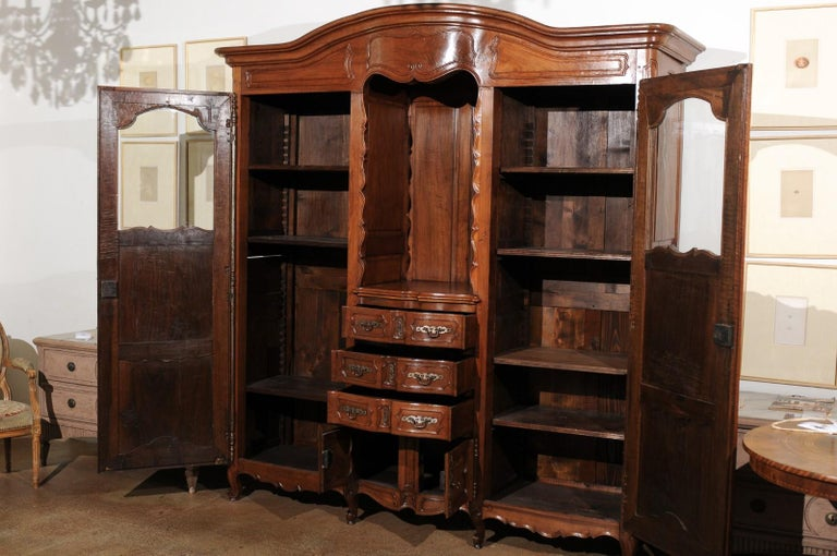 French Louis XV 18th Century Walnut Provençal Bookcase with Doors and Drawers For Sale 4