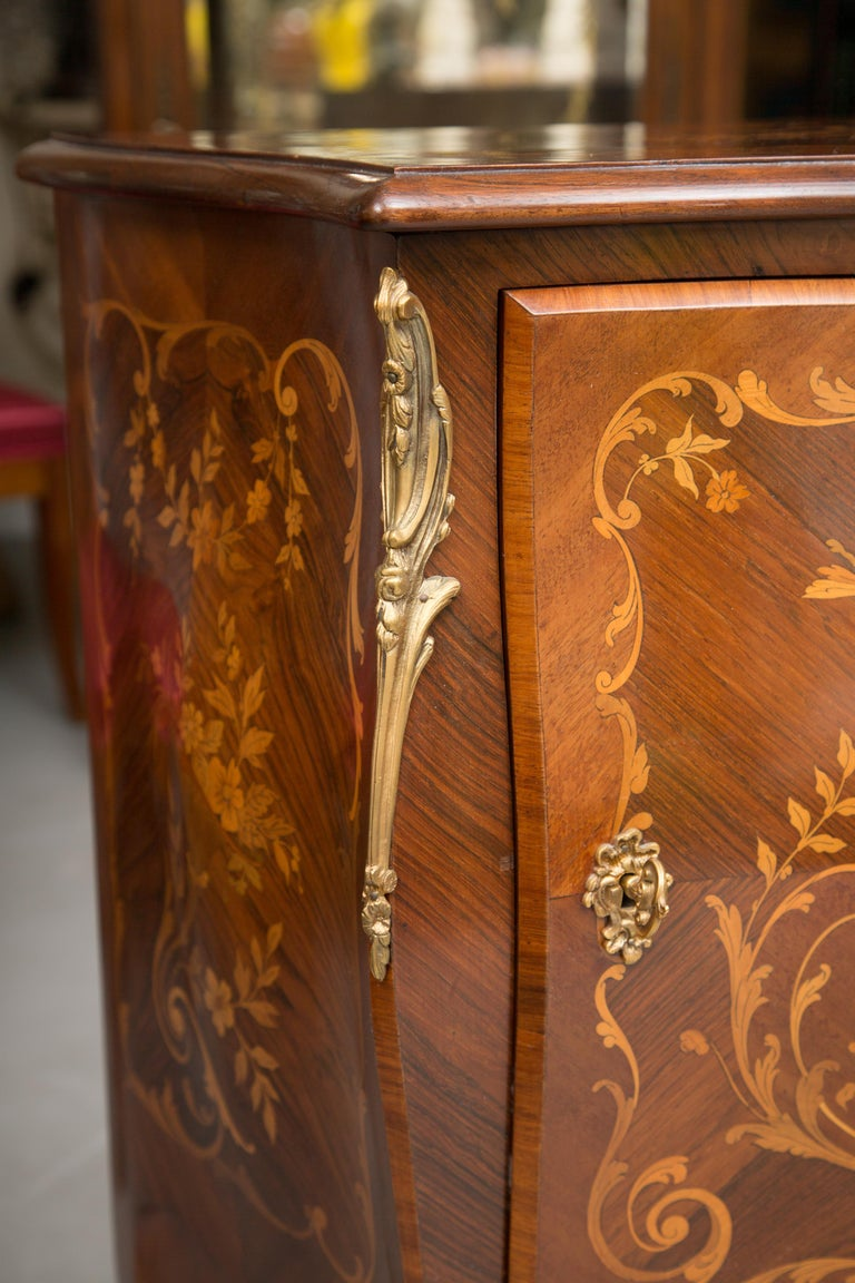French Louis XV Marquetry Single-Door Cabinet For Sale 4