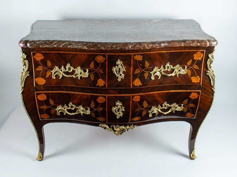 French Louis XV Period Flowers Marquetry Commode, circa 1740-1750 In Good Condition For Sale In Saint Ouen, FR