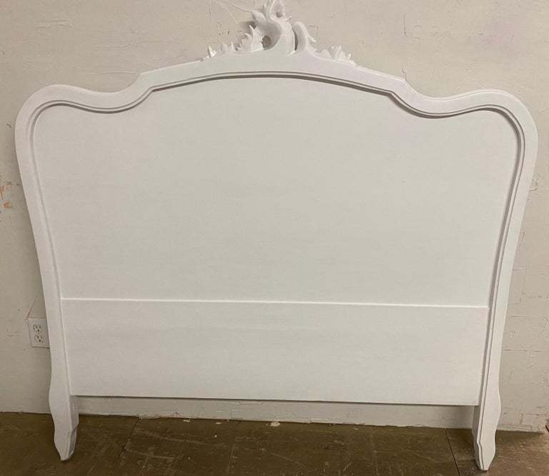 Double size Rococo Louis XV style carved French walnut bed, nicely carved cabriole legs with shells, finely carved crest on head board. Dimensions: 56