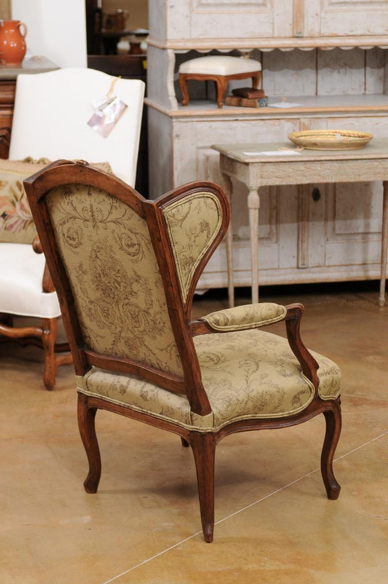 French Louis XV Style 1890s Wingback Chair with Upholstery and Carved Motifs For Sale 3
