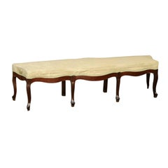 French Louis XV Style 1900s Walnut Bench with Cabriole Legs and Floral Fabric
