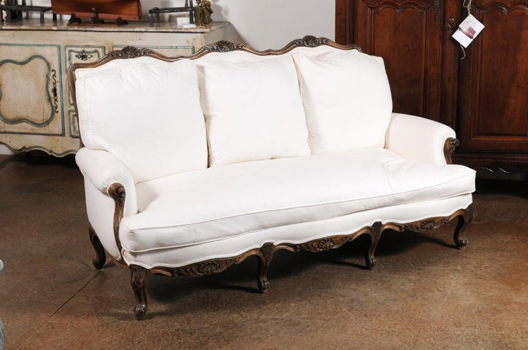 French Louis XV Style 19th Century Carved Wood Three-Seat Sofa with Shell Motifs For Sale 2
