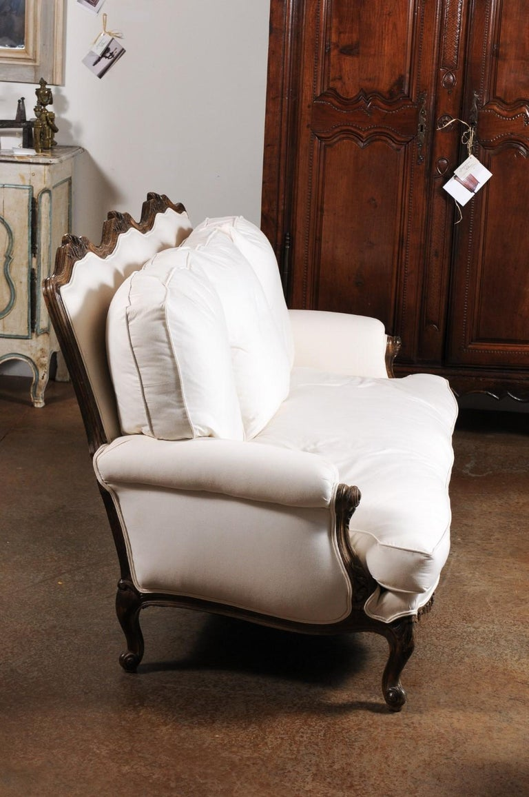 French Louis XV Style 19th Century Carved Wood Three-Seat Sofa with Shell Motifs For Sale 3