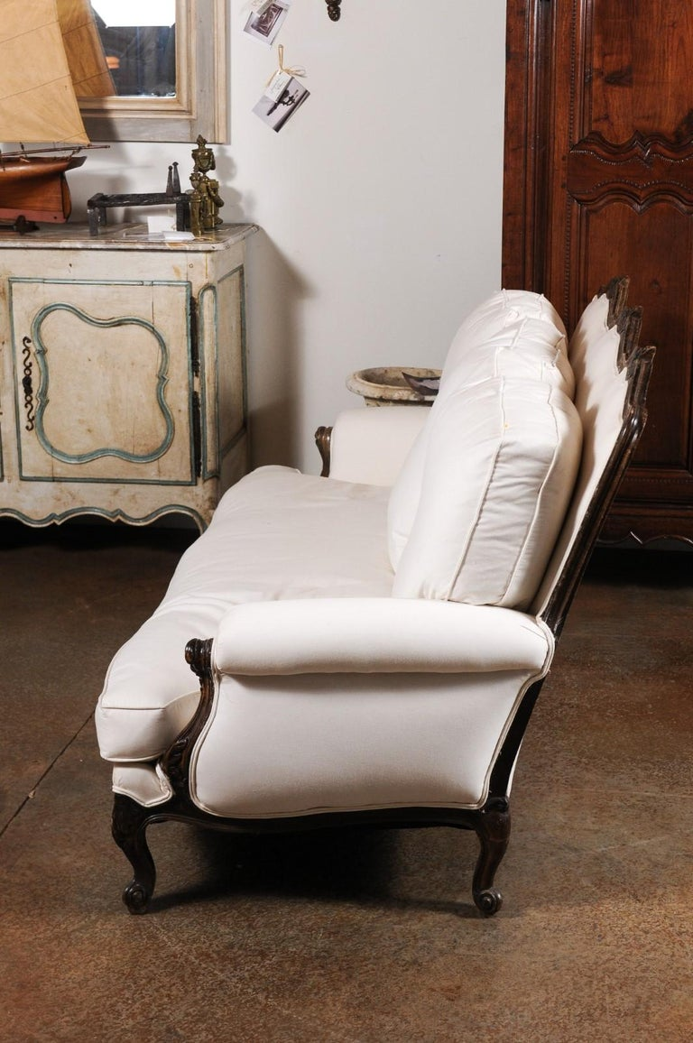 French Louis XV Style 19th Century Carved Wood Three-Seat Sofa with Shell Motifs For Sale 5