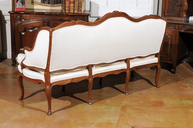 French Louis XV Style 19th Century Walnut Wingback Canapé with Cabriole Legs For Sale 5