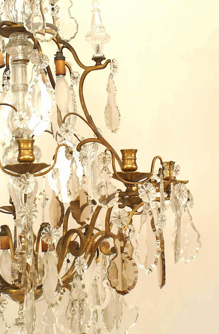 French Louis XV Style Bronze and Crystal Chandelier In Good Condition For Sale In New York, NY