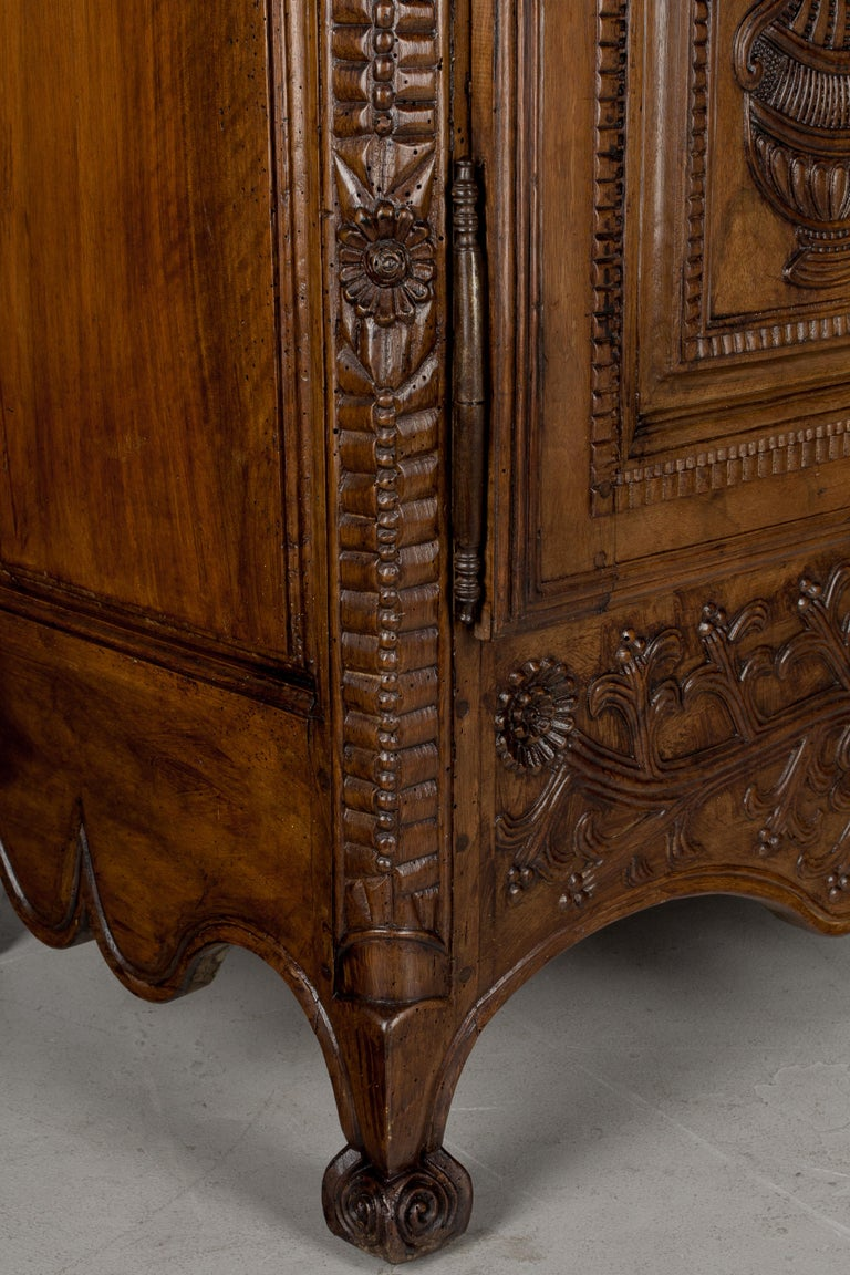 French Louis XV Style Buffet from Brittany For Sale 7