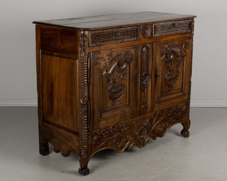 French Louis XV Style Buffet from Brittany In Good Condition For Sale In Winter Park, FL