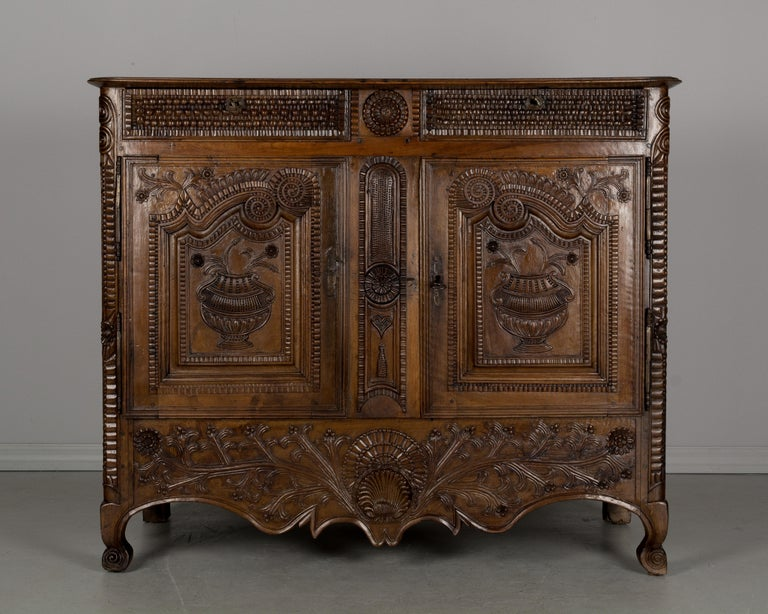 18th Century French Louis XV Style Buffet from Brittany For Sale