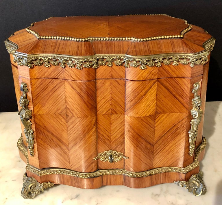 French Louis XV Style Gilt Metal Mounted Tantalus / Bar In Good Condition For Sale In Stamford, CT