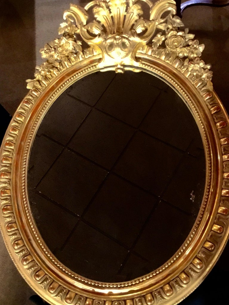 French Louis XV-Style Giltwood Oval Beveled Mirror, 19th Century For Sale 4