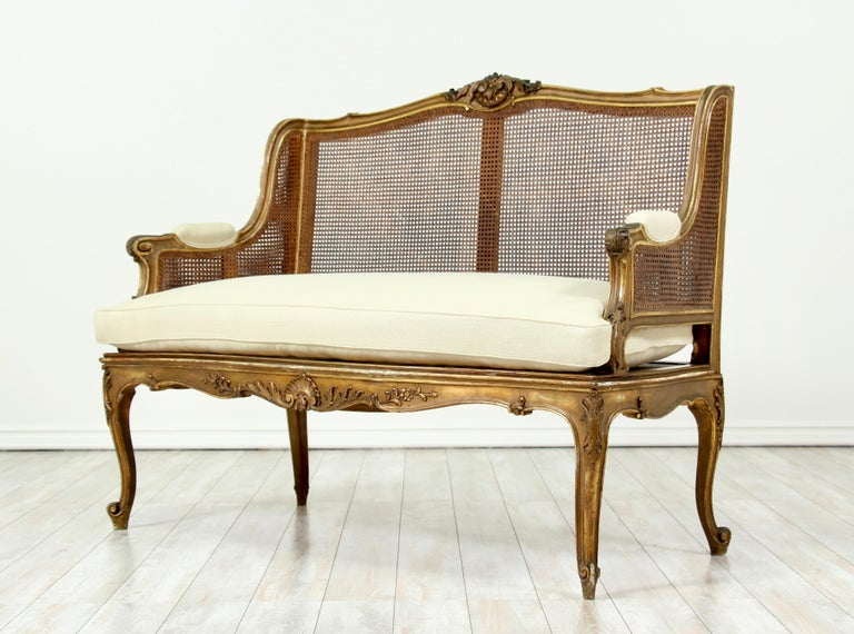 French Louis XV-Style Giltwood Settee In Good Condition For Sale In Los Angeles, CA