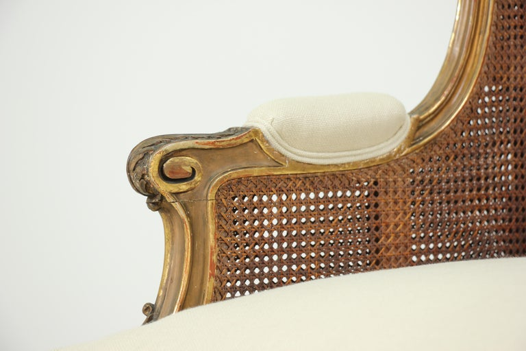 French Louis XV-Style Giltwood Settee For Sale 2