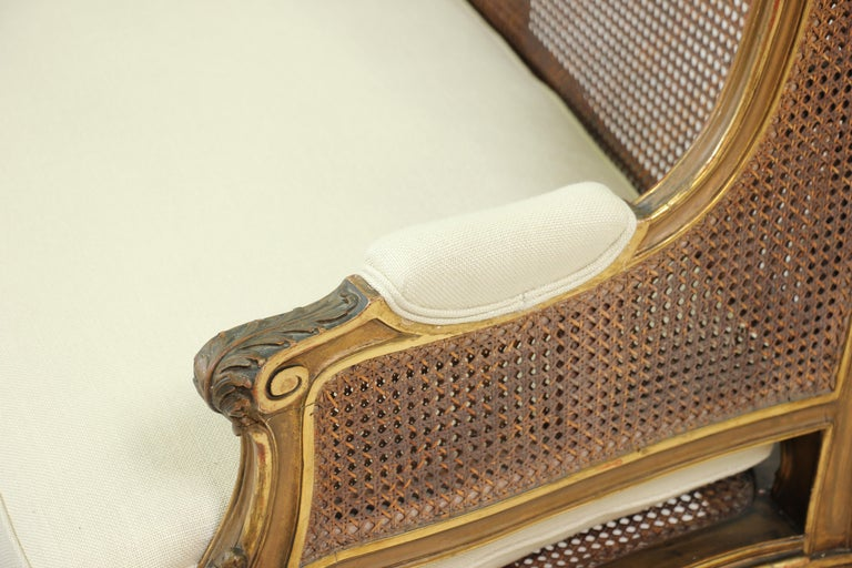 French Louis XV-Style Giltwood Settee For Sale 3