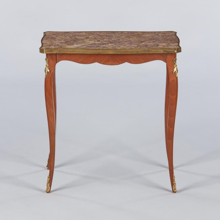 French Louis XV Style Cherry Wood and Marble-Top Side Table, 1940s In Good Condition For Sale In Austin, TX