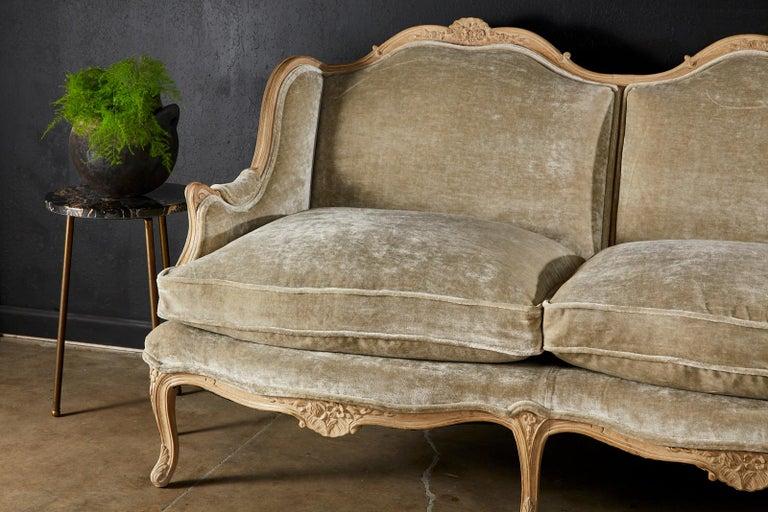 French Louis XV Style Velvet Canapé à Oreilles Sofa For Sale 5