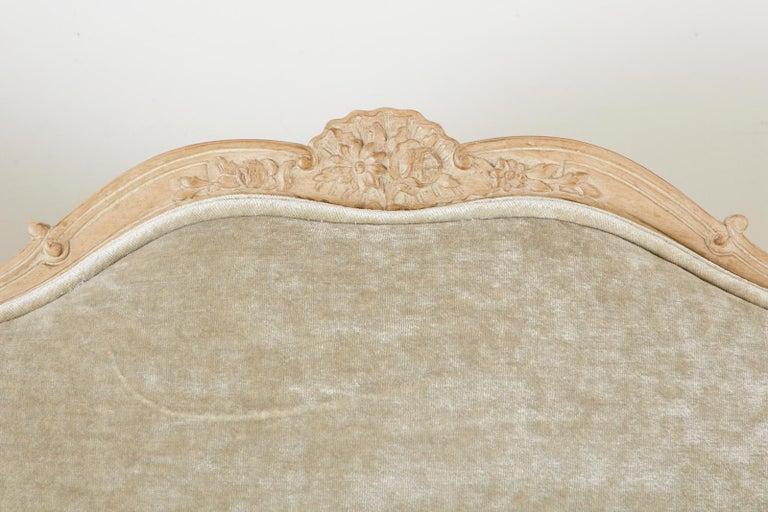 French Louis XV Style Velvet Canapé à Oreilles Sofa For Sale 7