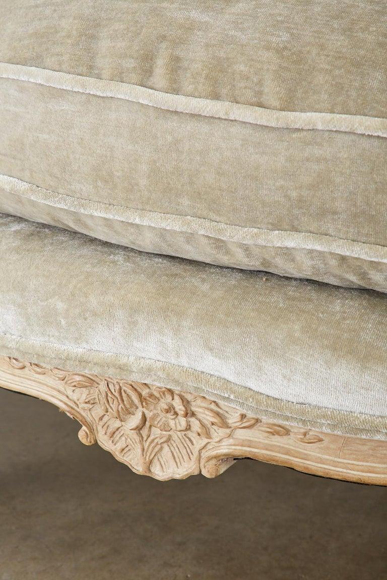 French Louis XV Style Velvet Canapé à Oreilles Sofa For Sale 9